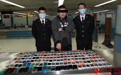 Контрабандисту практически удалось пронести на себе 146 iPhone